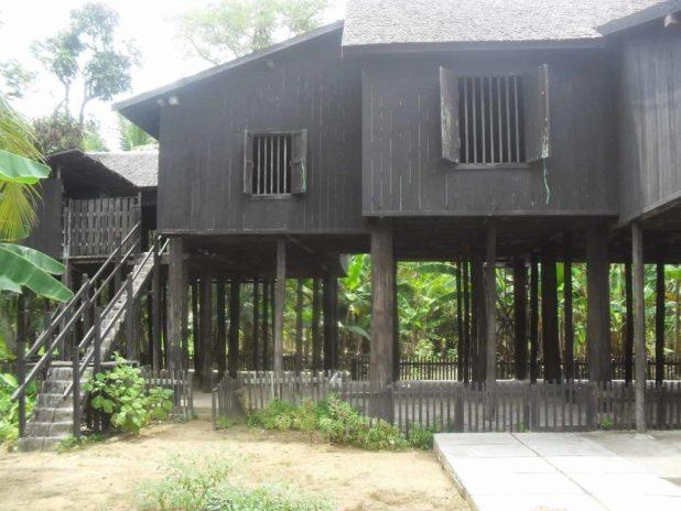 Rumah Adat Kalimantan Tengah - Betang Desa Tumbang Bukoi