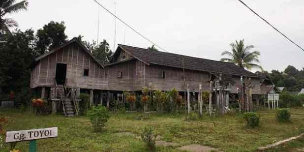 Rumah Adat Kalimantan Tengah - Betang Toyoi