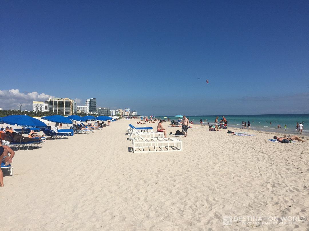 Der großzügige Sandstrand in Miami Beach