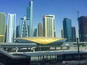 Die Metrostation Jumeira Lake Towers nahe der Dubai Marina