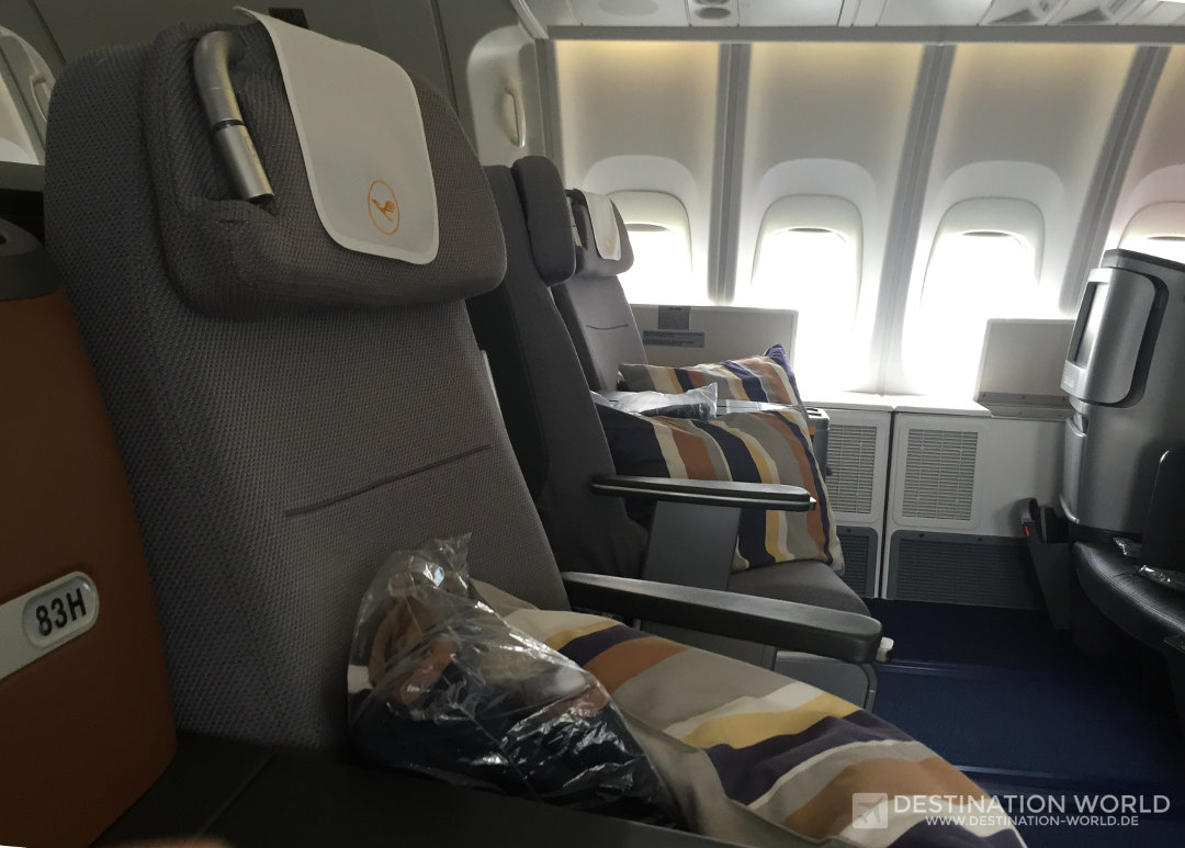Blick in die Lufthansa Business Class Sitze im Oberdeck einer B747-8