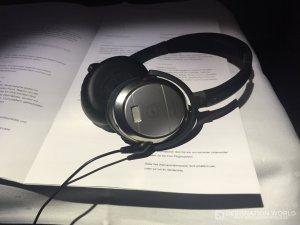 In der Lufthansa Business Class gibt es Noice Cancelling Kopfhöhrer von Bose