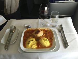 Hauptgang des Mittagessen in der Lufthansa Business Class