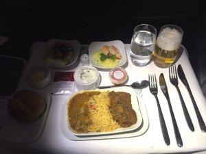Lufthansa Business Class Abendessen mit Vor-, Haupt- und Nachspeise