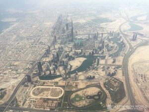 Überblick über Dubai Downtown mit dem Burj Khalifa, dem Burj Khalifa Lake, der Dubai Mall und dem Souk al Bahar