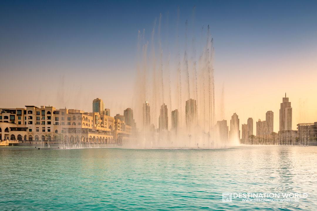 Dubai Fontäne zum Sonnenuntergang