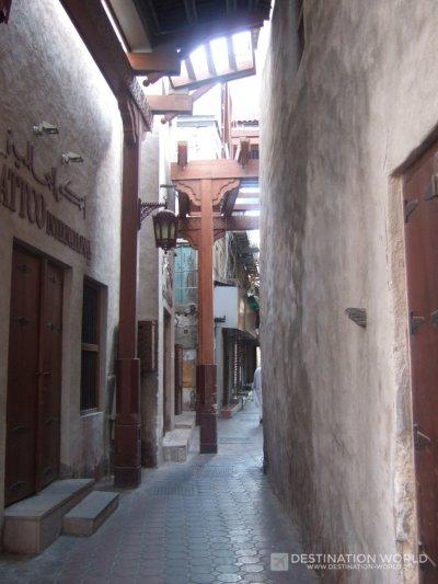 Die alten Gassen des Dubai Old Souk in Bur