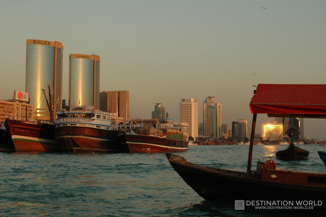 Die typische Kulisse des Dubai Creeks