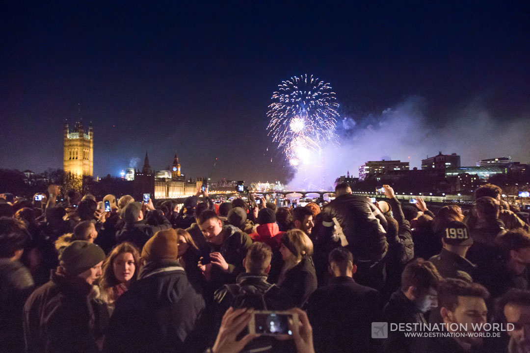 Silvesterfeuerwerk auf der Lambeth Bridge London