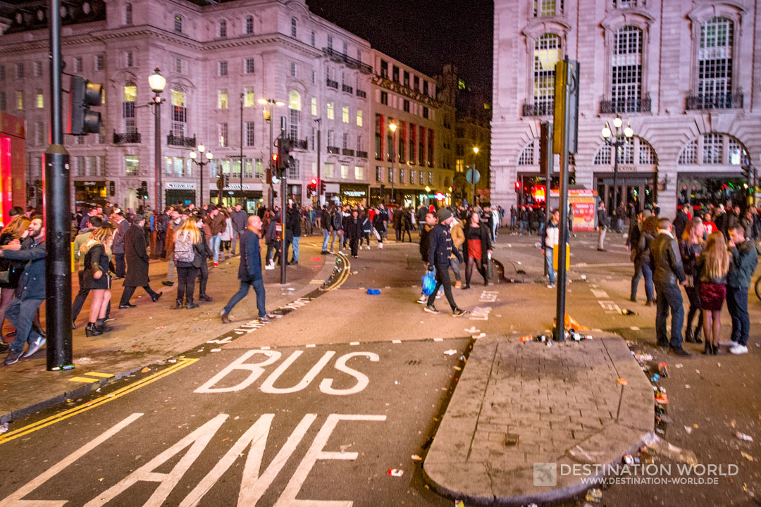 Nachtschwärmer am Piccadilly Circus