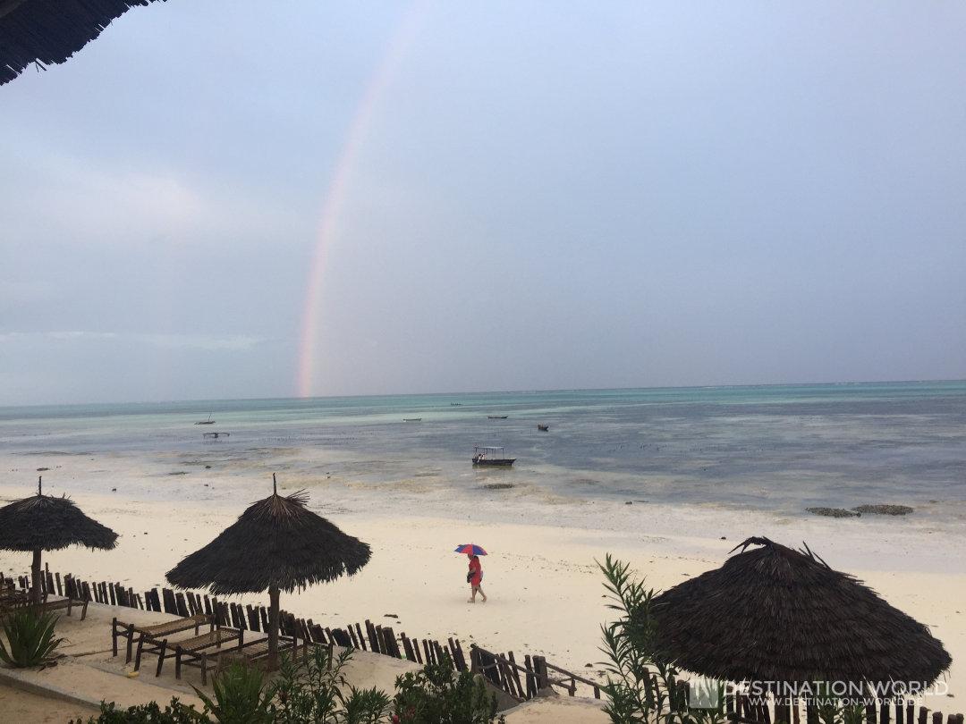 Regenbogen vor dem Blue Oyster Hotel in Jambiani
