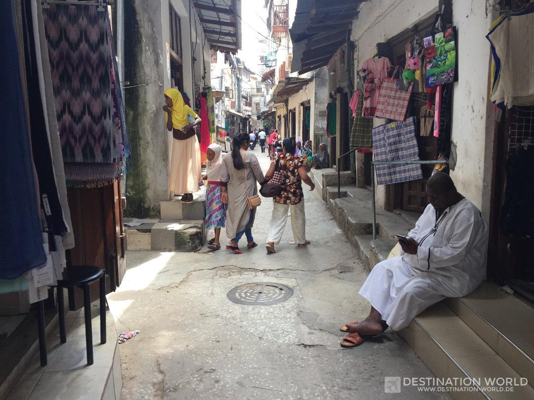 Sansibar Reiseblog. Zahlreiche Souvenir Shops finden sich in den engen Gassen