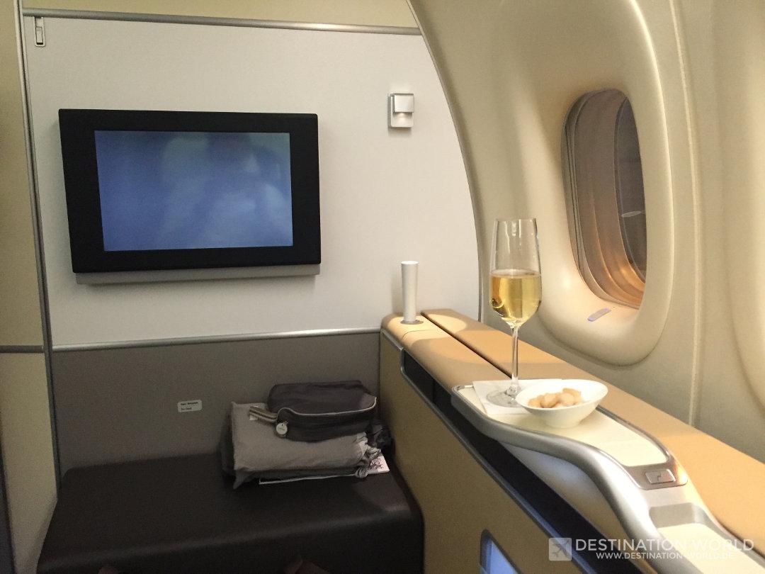 Auch wenn es verlockend ist...auf längeren Flügen besser auf Alkohol verzichten