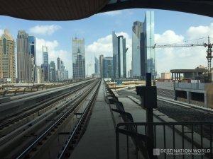 Ausblick aus der Dubai Metro auf Downtown