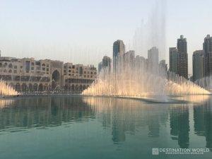Dubai Fountain zwischen der Dubai Mall und dem Souk al Bahar