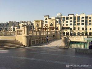 Der Souk al Bahar liegt direkt gegenüber der Dubai Mall