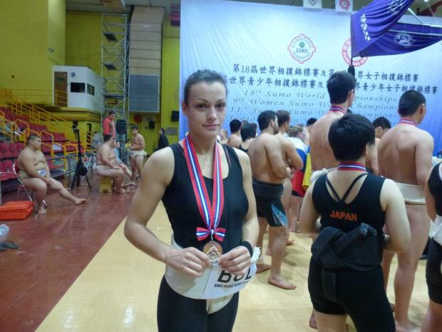 Медалистка в сумото