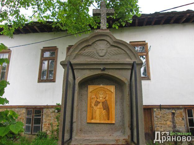 Икона на св. Петка, изработена и дарена от Димитър Минчев Димитров от село Руня