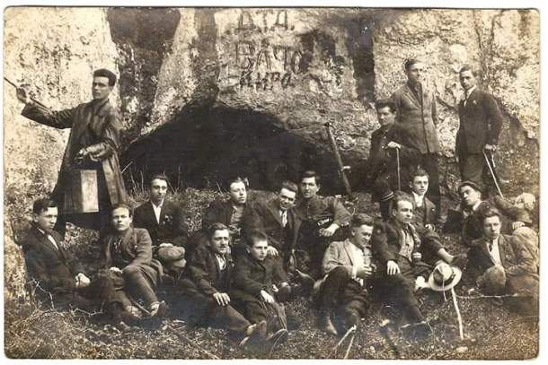 """Пред пещера """"Бачо Киро"""", 1936 г."""
