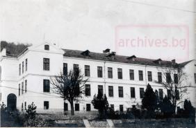 Средно смесено училище Максим Райкович, 1957 г.