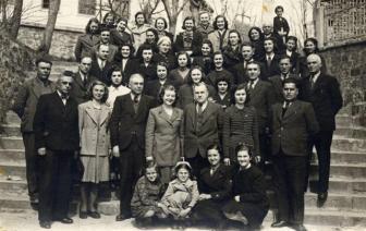 1936 г. - учителите от Дряновската околия със средищен директор Слави Поптодоров.