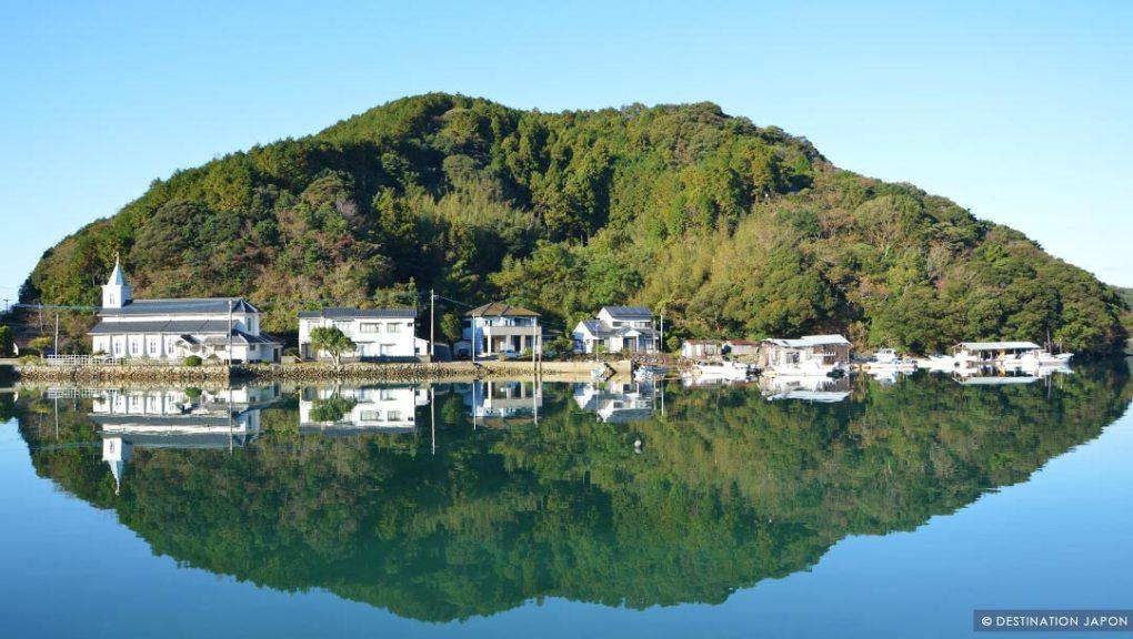 Iles Goto, reflet d'une église sur l'eau