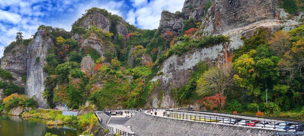 Vue des gorges de Yabakei en automne et du tunnel Ao no Domon