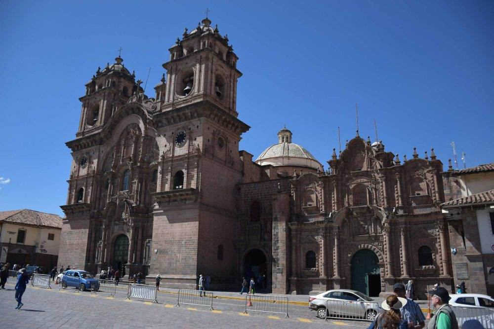 backpackers in cusco complete guide