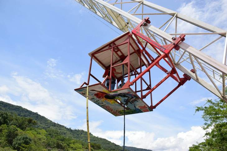 Bungee jumping Crane in San Gil, Colombia