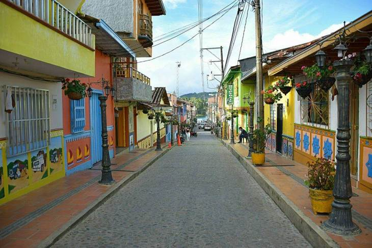 Concerned about what to in Guatape? Just walk to streets and you will be amazed!