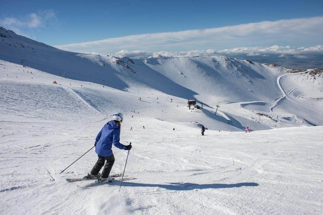 snowbaording and skiing at mt hutt