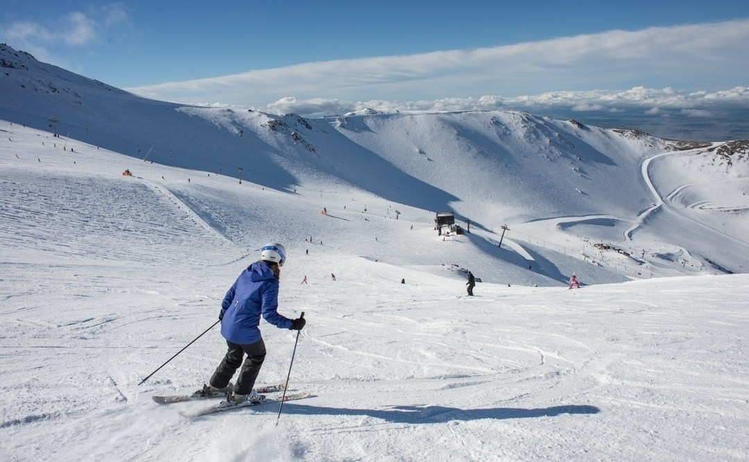 snowbaording and skiing at mt hutt