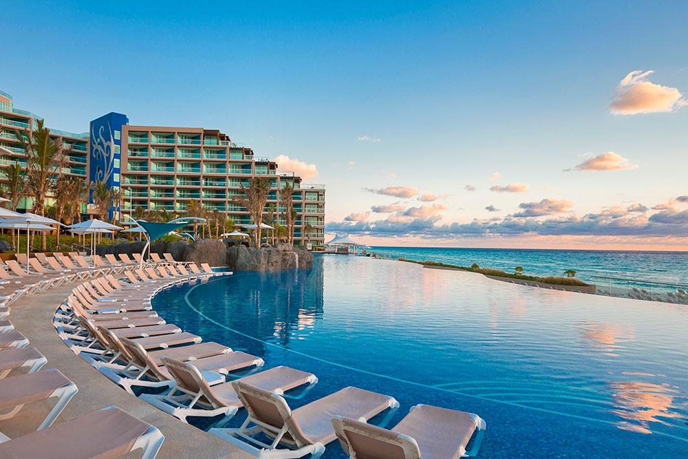 hard-rock-hotel-cancun-pool-dush