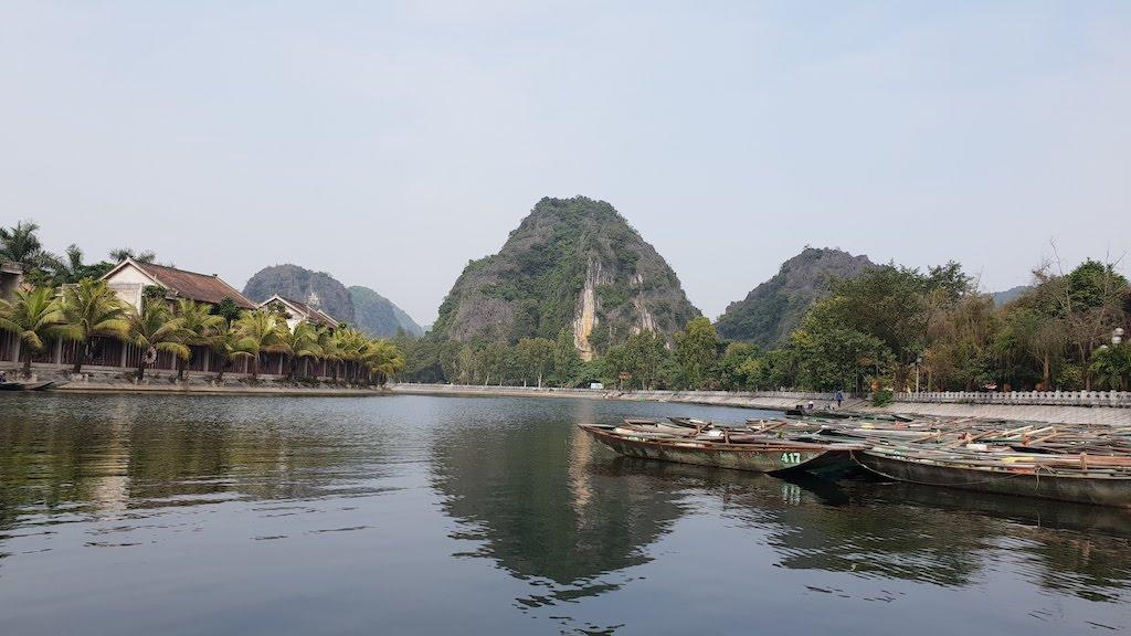 Quai barques baie d'Ha Long terrestre à Tam Coc