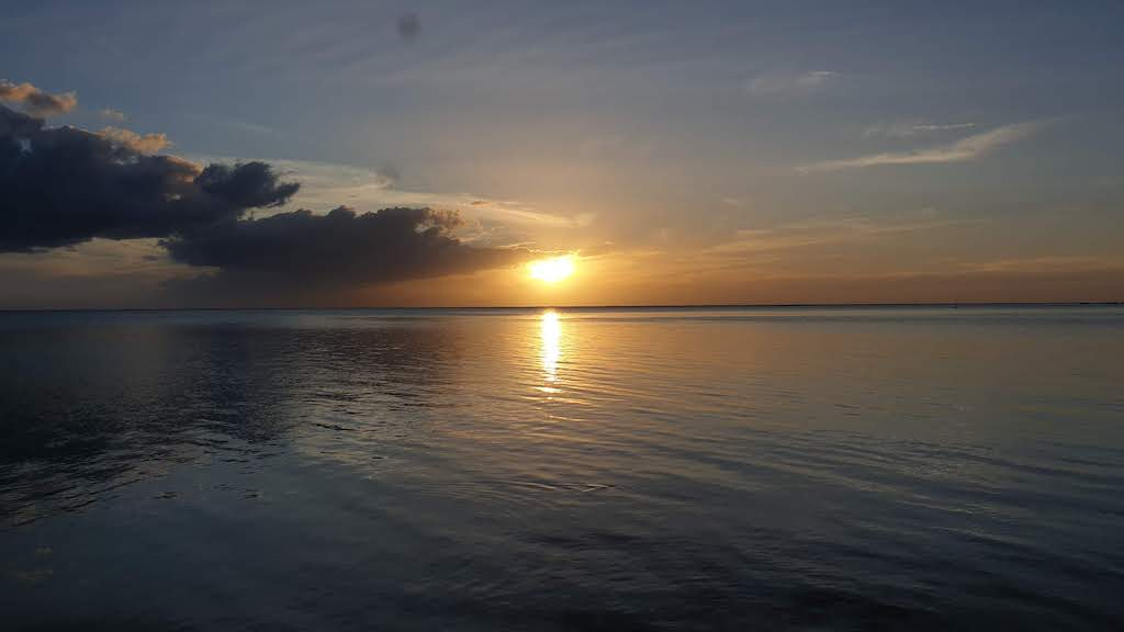 coucher de soleil à plage publique de Tiahura Moorea