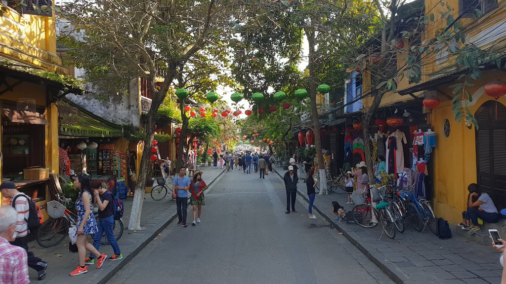Rue piétonne du centre historique d'Hoi An