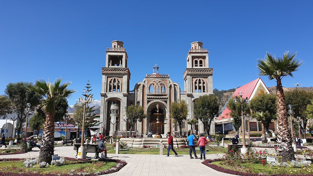 La place centrale de Huaraz