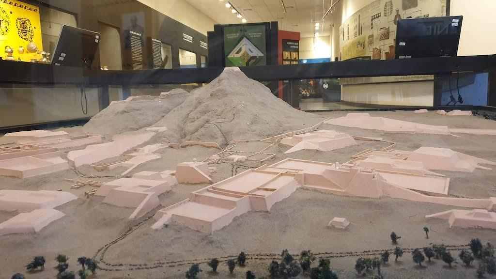 musée : maquette du site Tucume à proximité de Chiclayo