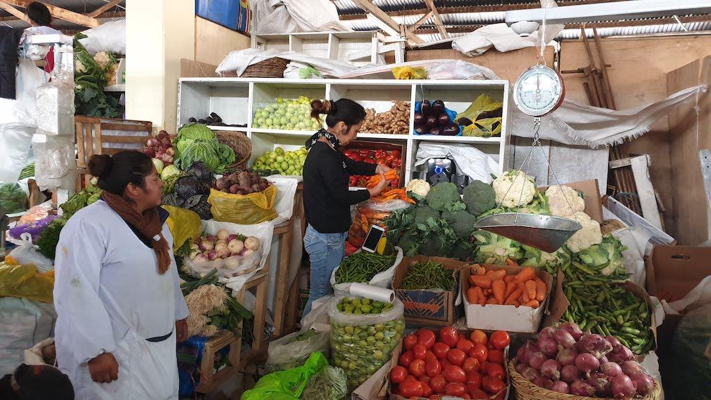 Peruvian Cooking class Cusco achat au marché
