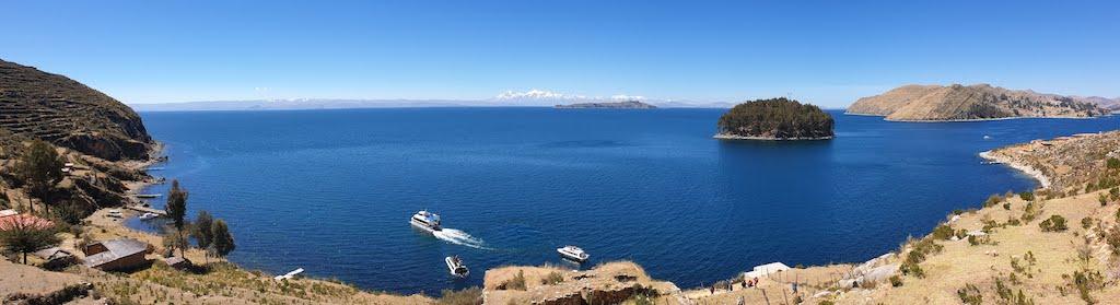 Point de vue sur le lac Titicaca et la cordillère Royale Isla del Sol