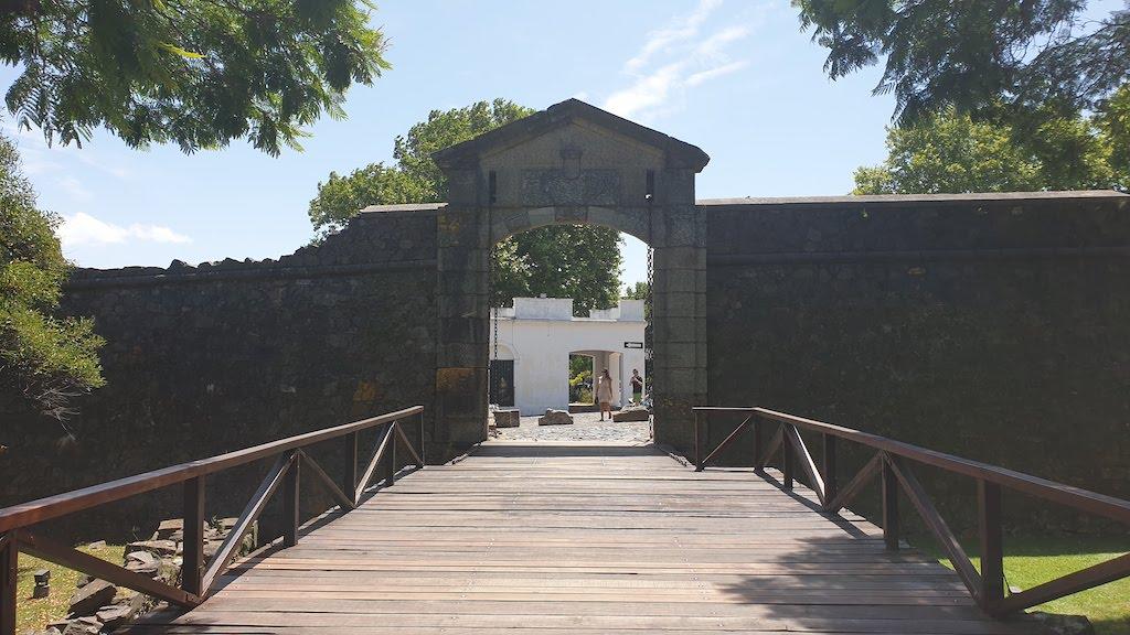 Portón de Campo à Colonial del sacramento