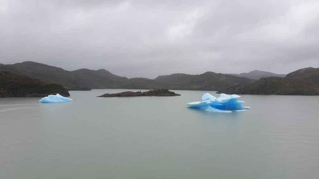 Icebergs Lago Grey Torres del Paine accessible depuis Puerto Natales