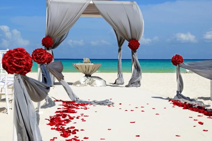 Beach Wedding Bonanza: 5 Ideas For A Seaside Ceremony