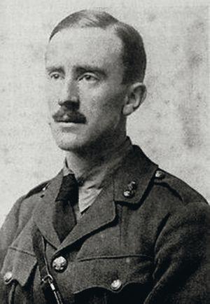 Tolkien con su iniforme del ejército Británico.