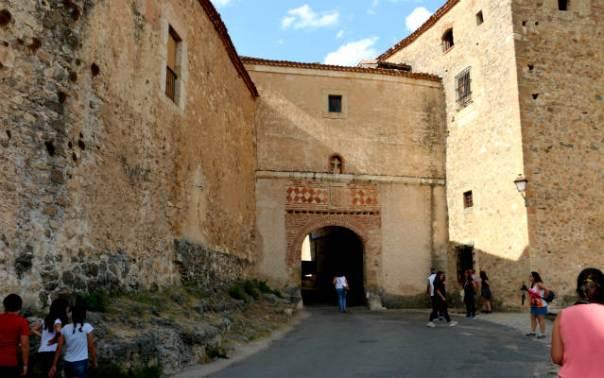 Puerta de la villa de Pedraza - Destino Castilla y León