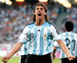 El ex goleador lleva 20 años radicado en Italia, con breves pasos por Inglaterra. (ARCHIVO)