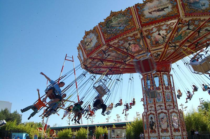 Sillas Voladoras en el Parque de la Costa