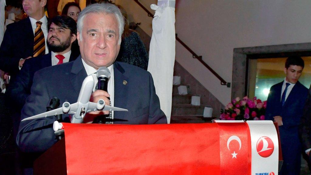 Miguel Torruco Marqués, secretario de Turismo de México, anuncia que Turkish Airlines ofrecerá vuelo directo de Estambul, Turquía, a la Ciudad de México y Cancún