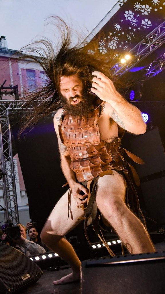 "Justin ""Nordic Thunder"" Howard en los Air Guitar World Championships (Foto: Juuso Haarala/Air Guitar World Championships)"