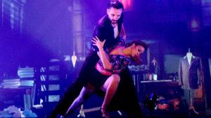 """Baile en pareja dentro de la textilería en """"Magia!"""", el espectáculo de Madero Tango"""